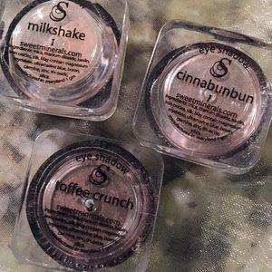 Eye shadow trio + primer www.sweetminerals.com